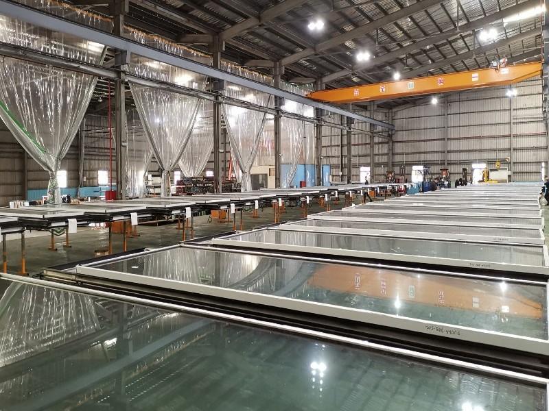 精全工業 - 帷幕牆廠商 - 室內空調打膠區